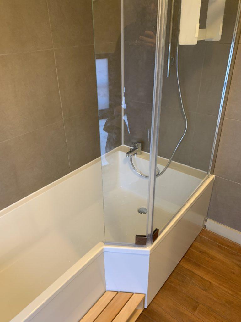 Installation baignoire asymétrique